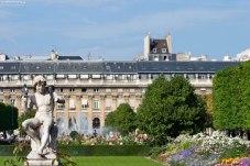 Скульптура с голубями в саду Пале-Рояль.