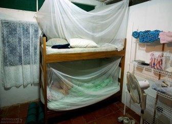 Двухъярусные кровати с москитными сетками на хасиенде Palo Verde.