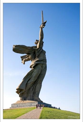 Скульптура «Родина-мать зовет!» занесена в книгу рекордов Гиннеса как самая большая (на момент постройки) скульптурная статуя в мире.