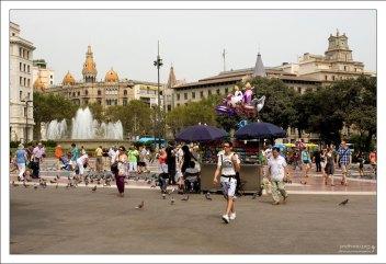 Площадь Каталонии (Plaça de Catalunya).