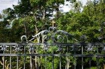 Ажурная решетка перед церковью Воскресенского скита.