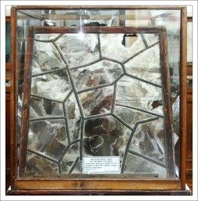 Мусковитовое окно из часовни 17-го века, Якутия. НИИ им. А. П. Карпинского.