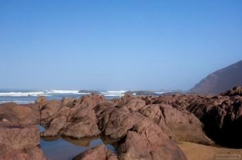 Каменистая часть пляжа Legzira beach.
