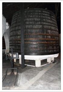Одна из 550-литровых дубовых бочек, где портвейн выдерживается 2-3 года. Вила-Нова-де-Гайа.