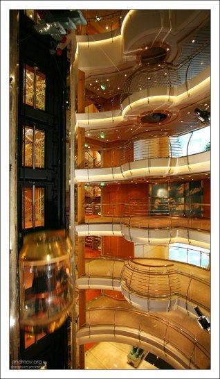 Этажи и лифты.