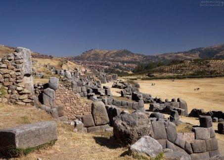 Сегодняшний вид стен не соответствует своему первоначальному облику. Церемониальный комплекс Саксайуаман.