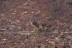 Столица Инков, где живет 300 тысяч человек, расположена выше, чем какой-либо из городов такого размера (~ 3400 метров).