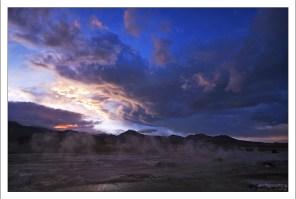 Начинается рассвет. Гейзеровое поле El Tatio.