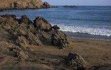 Черные скалы в местечке Puerto Inca.