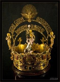 Золотая корона Corona de la Virgen de los Reyes. Севильский собор.