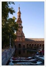 Южная башня и канал на Площади Испании.