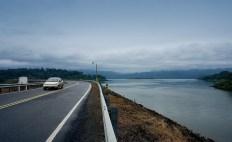 Цивилизованная часть шоссе вокруг озера Аренал.
