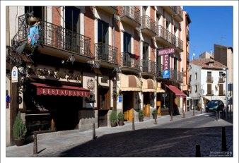 Всё рядом - рестораны, гостиницы, парковки... Сеговия, Испания.