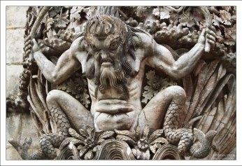 Тритон - аллегорическое изображение сотворения мира. Дворец Пена.