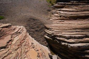 Слои каньона Эрнста, застывшие как вкопанные.