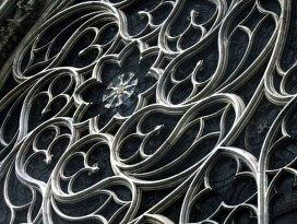 Вычурные решетки на окнах готического Duomo. Милан.