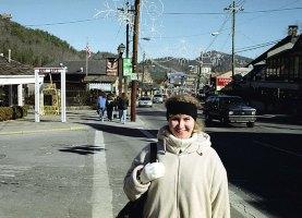 Центральная улица Гетлинбурга. Great Smoky Mountains. Декабрь, 2000 год.
