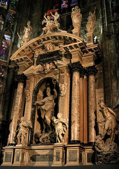 Внутри Миланского Duomo.