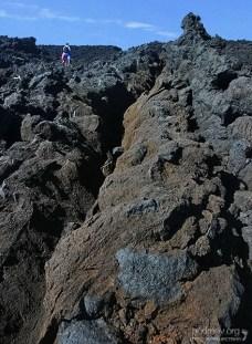 Горы застывшей лавы на подступах к Аквариуму.