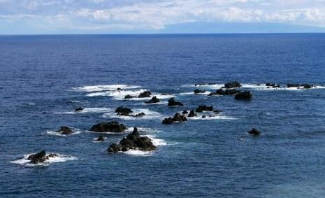 Лавовые островки у побережья Kipahulu.