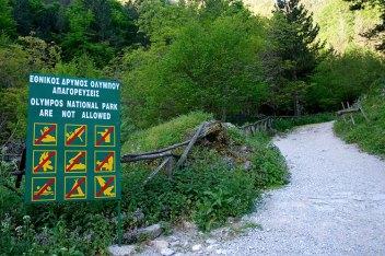 Запрещающие знаки в национальном парке Олимп.