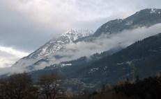 Туман на склонах гор.