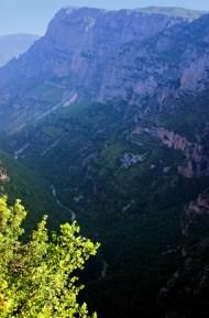 Каньон Викос (Vikos George). Глубина 900 метров.