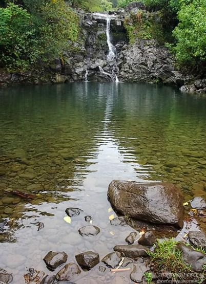 Один из водопадов вдоль тропы Na'ili'ili-haele.