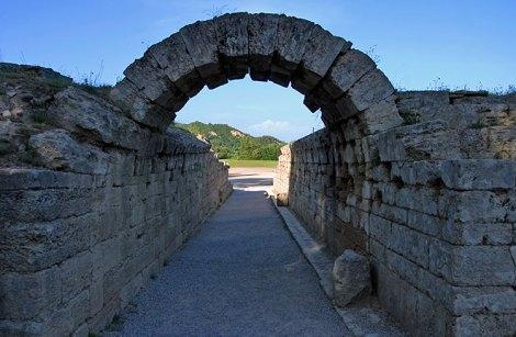 Crypt - крытый вход на Олимпийский стадион. Древняя Олимпия.