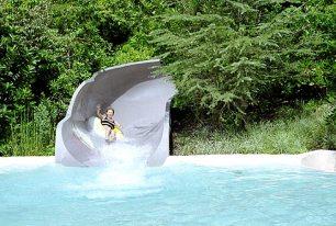 """Аттракцион """"Ranoff Rapids"""" - спуск на тюбе в потоке воды. Водный парк """"Blizzard Beach"""", Disney World."""