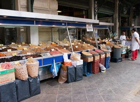 Секция с орехами и сухофруктами на Центральном рынке.