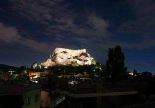Подсвеченные стены Акрополя поздно вечером. Снимали с крыши гостиницы.