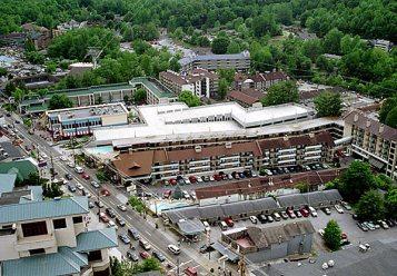 Главная улица Гетлинбурга с вершины башни Space Needle.