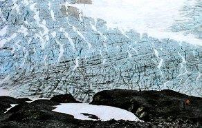 Испещеренное моренами ледовое поле Harding Ice field.