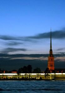Стена Петропавловской крепости. Ночное катание по Неве.