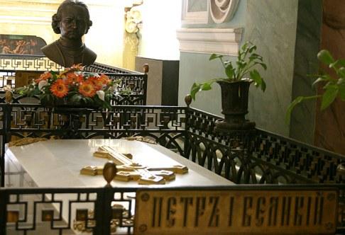 Усыпальница императора Петра I. Погребен 10 марта 1725 года. Петропавловский собор.