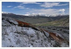 Травертиновый холм на Мамонтовых террасах.