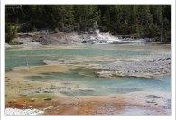 Зеленый цвет водоема Crackling Lake.