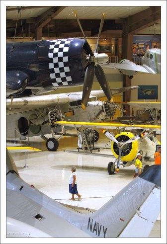 Южное крыло музея National Naval Aviation Museum.