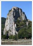 Devin Hrad расположен на 212-ти метровой скале над местом слияния рек Морава и Дунай.