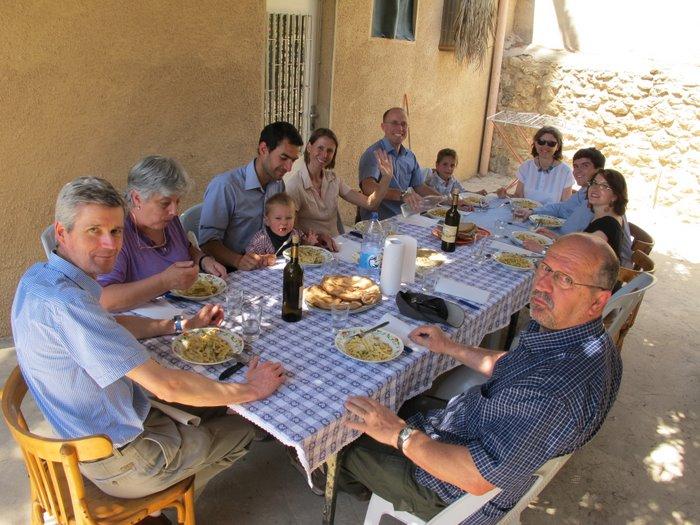 Ascensione e amici a tavola conversando con gerusalemme - A tavola con amici ...