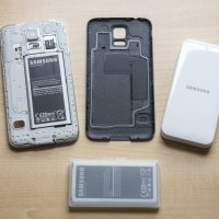 The Samsung Galaxy S5 official extra battery kit