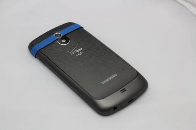 Die EasyMacro-Linse nutzt ein Gummiband für die Befestigung am Telefon (Bildquelle: KickStarter)