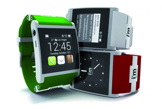 Eine der ersten Smartwatches: verfügbar in vielen Farben und mit vielen Features - allerdings auch vergleichsweise teuer.