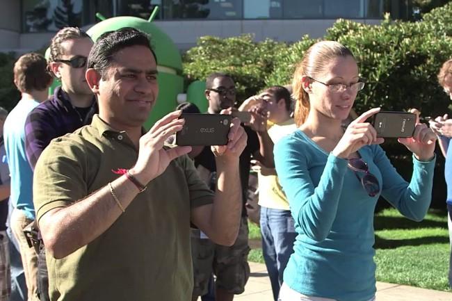 Links, das unbekannte Nexus-Gerät, Rechts, das bekannte Nexus 4. (Quelle:standard.at)