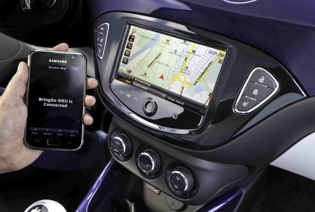 Dank MirrorLink-Unterstützung lassen sich Smartphone-Inhalte auf den 7 Zoll-Bildschirm des Intellilink-Systems von Opel bringen.