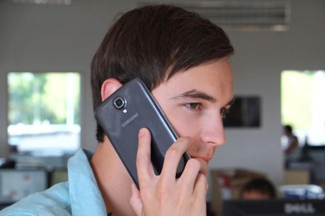 Smartphone oder Tablet?: Wer dachte, das Galaxy Note sei groß, hatte noch kein Galaxy Mega am Ohr. In der Hosentasche wird es aufgrund des überdimensionierten Formfaktors jedenfalls eng.