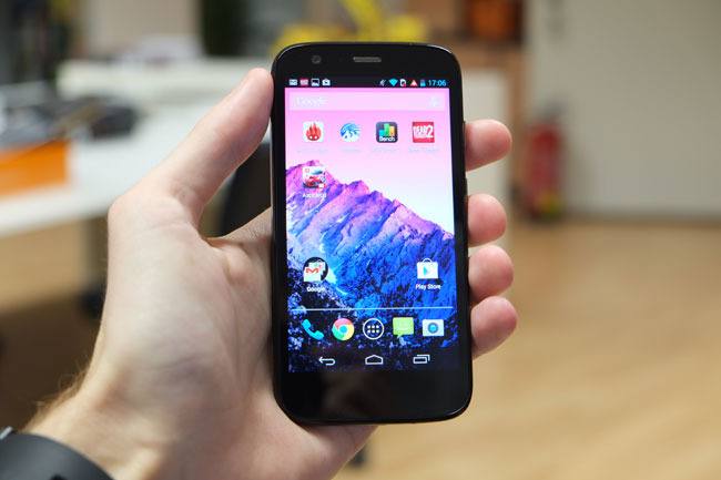 Dank seiner kompakten Größe ist das Moto G  ein überaus portables Smartphones und ist auch mit nur einer Hand bedienbar.