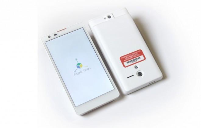 Der erste Prototyp von Project Tango: Sieht aus wie ein normales Smartphone - kann aber so viel mehr.