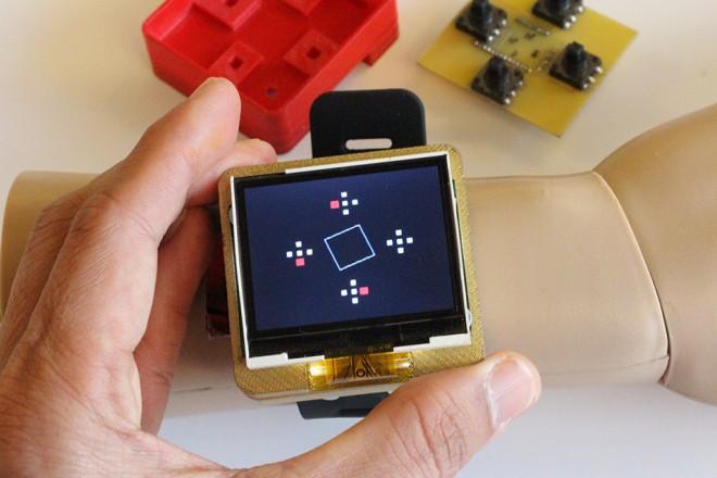 Durch Drehen und Kippen sollen sich Smartwatches in Zukunft bequem steuern lassen (Foto: Gierad Laput)